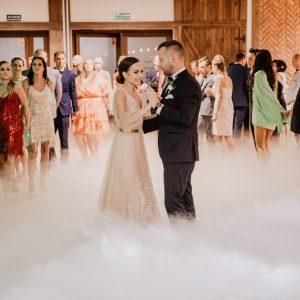 Miłość przyłapana na szczęśliwym uczynku! Marta i Patryk - fotografia ślubna w Hotelu Karczma Górecznik Fotografia Ślubna