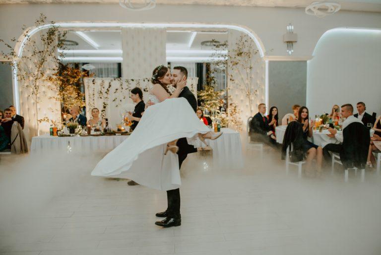 Wesele w leśnym klimacie. Daria i Kuba - fotografia ślubna w hotelu Rodos w Głogowie. Fotografia Ślubna